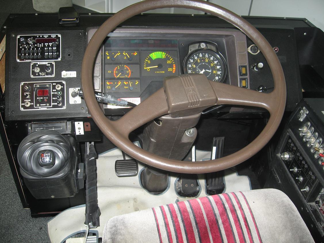 「バス 運転席」の画像検索結果